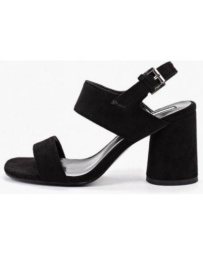 Босоножки на каблуке черные Inario