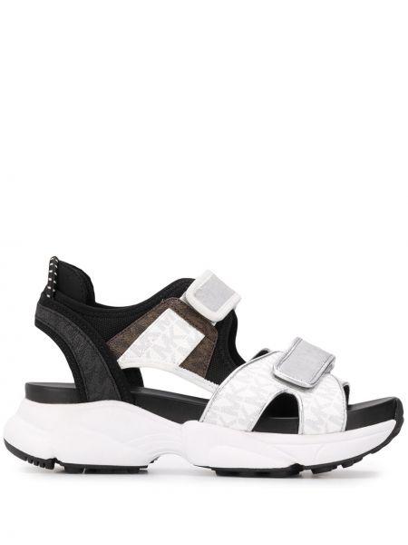 Czarne sandały na niskim obcasie peep toe Michael Kors