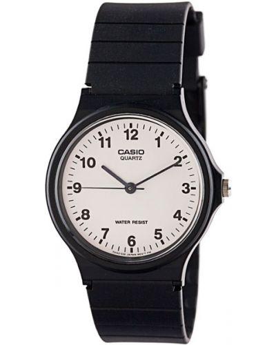 Часы водонепроницаемые белые пластиковые Casio