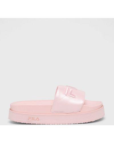 Różowe sandały na platformie Fila