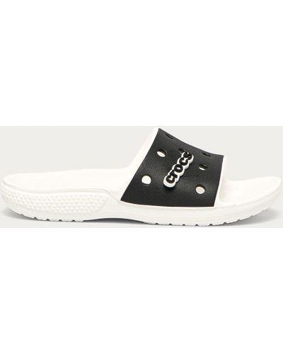 Białe sandały na obcasie Crocs