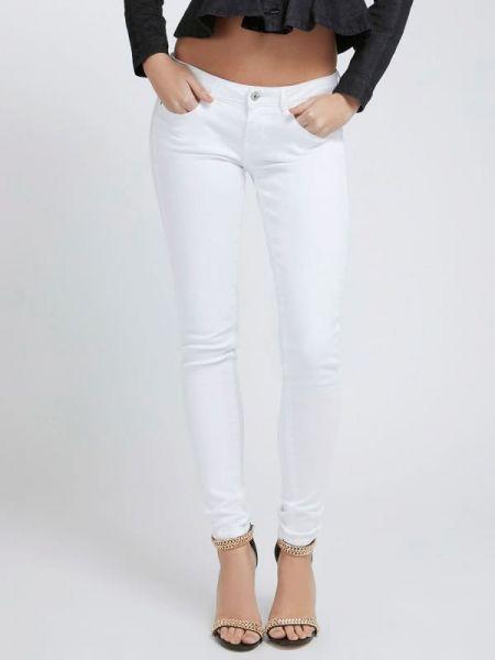 Jeansy rurki z niskim stanem - białe Guess
