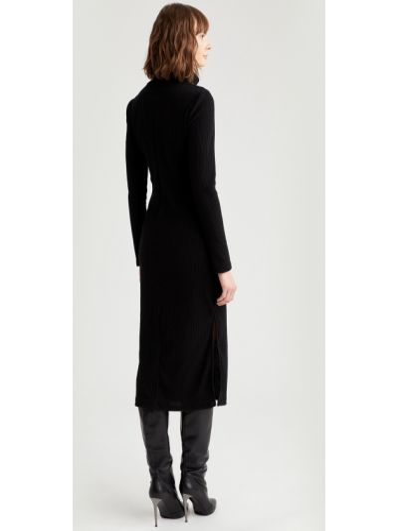 Теплое трикотажное черное платье миди Defacto