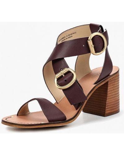 Босоножки на каблуке кожаные коричневый Topshop