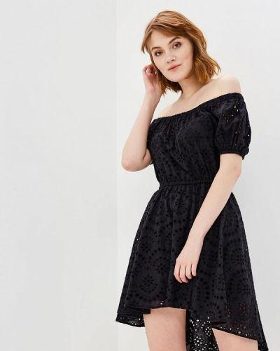 Черное платье с открытыми плечами Love Republic