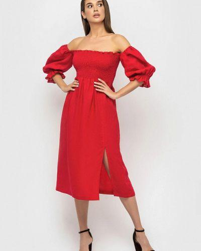 Красное платье с открытыми плечами Morandi