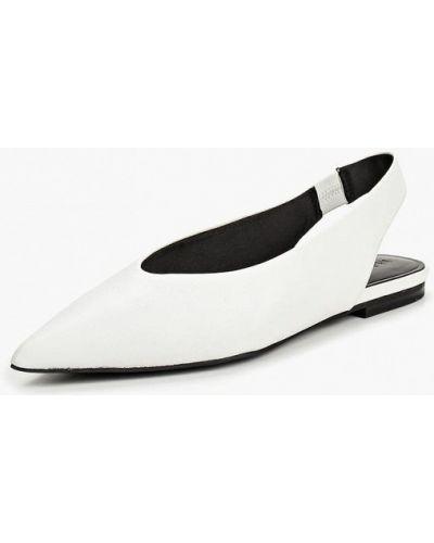Кожаные туфли с открытой пяткой осенние Mango