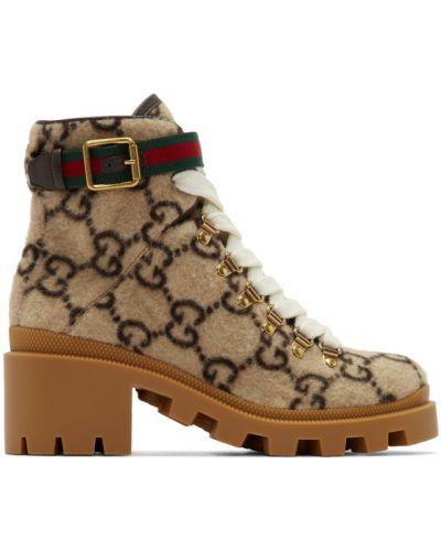 Wełniany beżowy buty na pięcie z kołnierzem wytłoczony Gucci