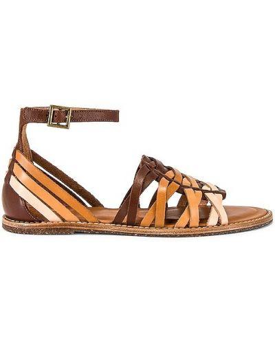 Klasyczne sandały skórzane camel z klamrą Soludos