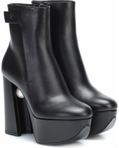 Skórzany czarny buty na platformie na platformie z perłami Nicholas Kirkwood