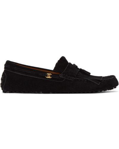 Czarne loafers skorzane z frędzlami Gucci