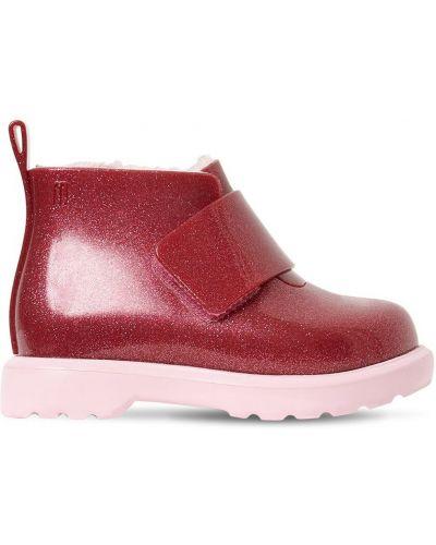 Różowy buty prążkowany sztuczne futro z brokatem Mini Melissa