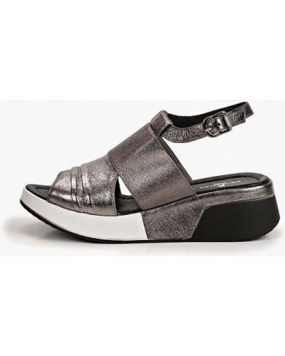 Босоножки на каблуке кожаные Pierre Cardin