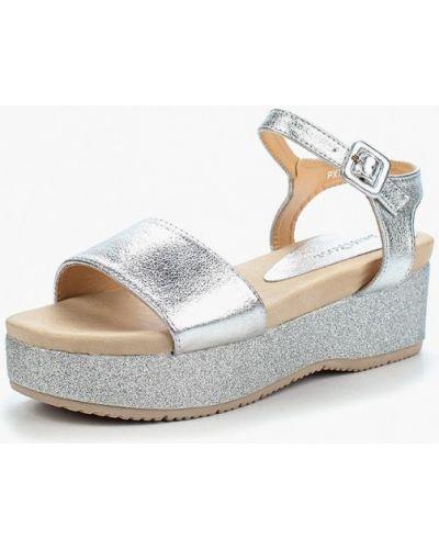 Босоножки на каблуке серебряного цвета Damerose