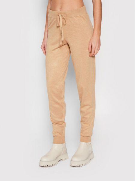Spodnie dresowe - brązowe Vero Moda