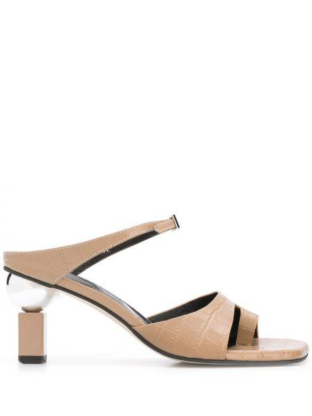 Кожаные бежевые сандалии на каблуке Yuul Yie