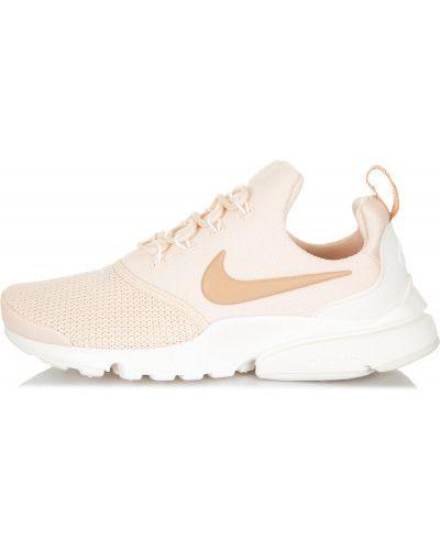 Бежевые кроссовки на шнуровке Nike