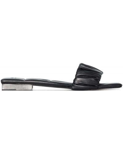 Czarne sandały na obcasie plaskie Khaite
