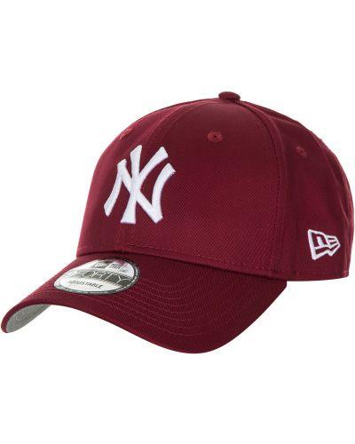 Красная бейсболка с логотипом New Era