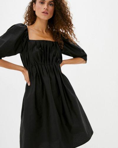 Черное платье с открытыми плечами Sela