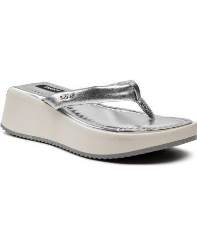 Sandały japonki srebrne Dkny