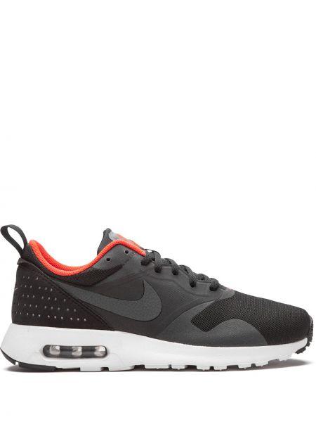Черные кроссовки на каблуке на шнурках Nike