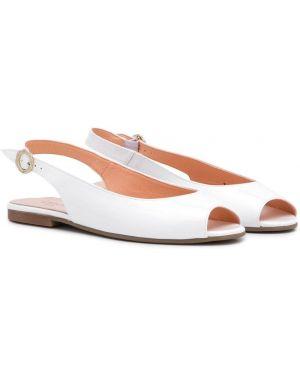 Открытые белые кожаные сандалии Clarys