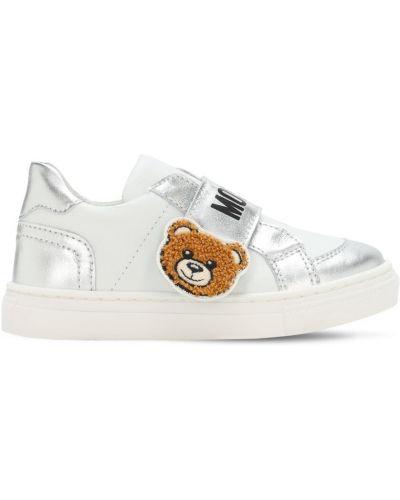 Skórzany biały sneakersy z łatami prążkowany Moschino