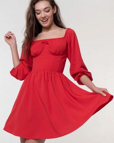 Красное платье с открытыми плечами Magnetic
