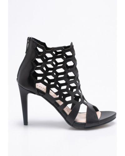 Черные туфли на высоком каблуке Carinii