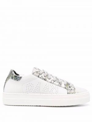 Белые кроссовки с нашивками P448