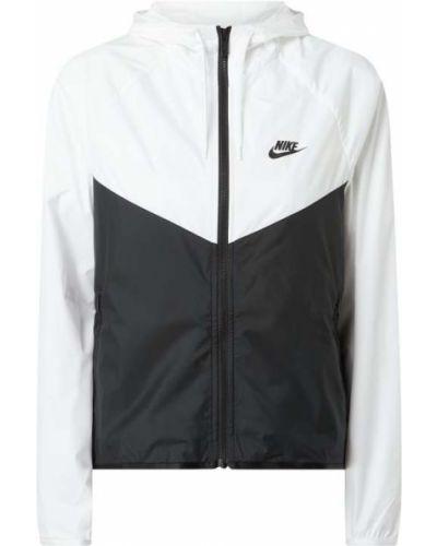 Biała wiatrówka z kapturem z raglanowymi rękawami Nike