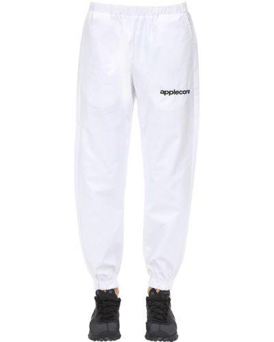 Białe spodnie z printem Applecore