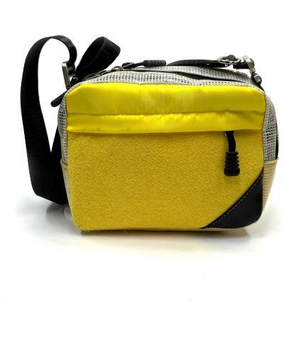 Желтая с ремешком текстильная сумка Qq