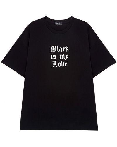С рукавами черная футболка с надписью Artem Krivda