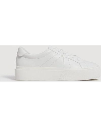 Белые кроссовки на платформе Mango
