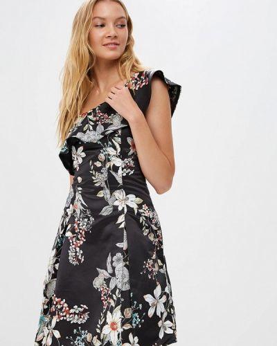 Черное платье с открытыми плечами Motivi