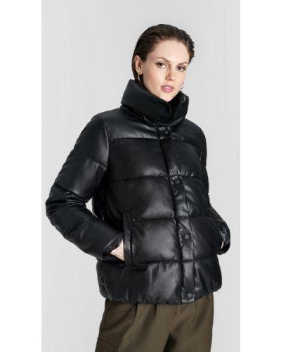 Черная кожаная куртка на резинке на кнопках с воротником Ostin