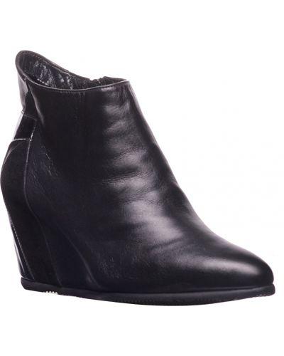 Кожаные ботинки осенние на каблуке Pakerson
