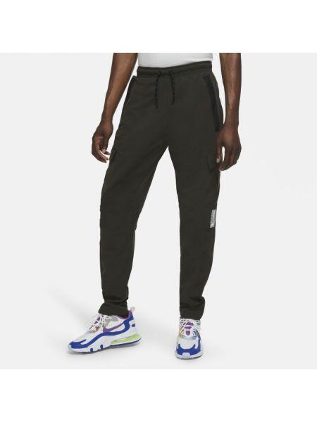 Ze sznurkiem do ściągania włókienniczy bojówki z kieszeniami Nike