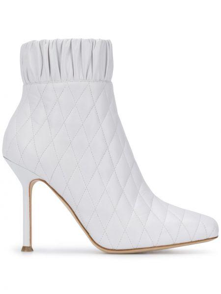 Кожаные белые ботильоны на шпильке на каблуке на молнии Chloe Gosselin