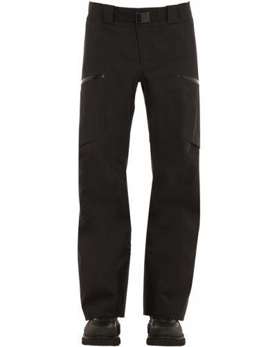 Czarne spodnie klamry z paskiem Arcteryx