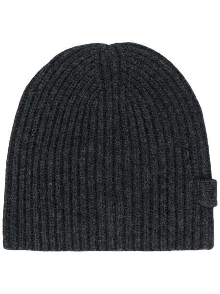 Кашемировая серая шапка бини в рубчик с нашивками Prada