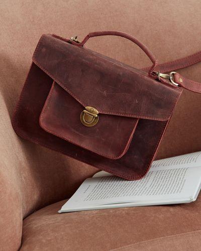Красный кожаный портфель с карманами черешня