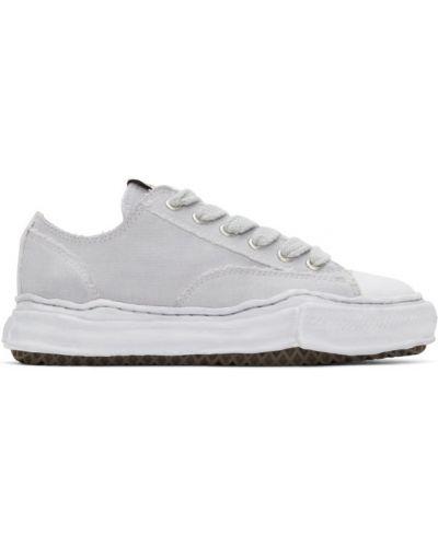 Białe sneakersy sznurowane koronkowe Miharayasuhiro