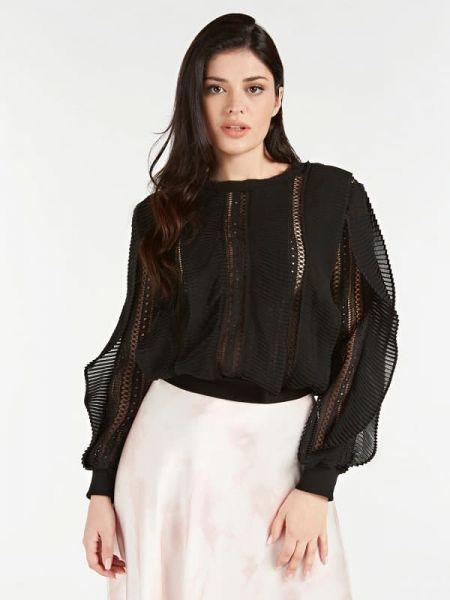 Czarna bluzka z długimi rękawami z falbanami Guess
