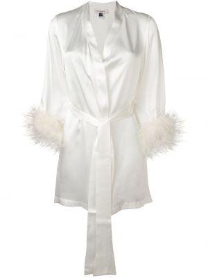 Шелковый белый халат свободного кроя с жемчугом Gilda & Pearl