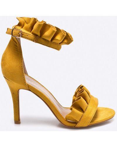 Желтые туфли на высоком каблуке Answear