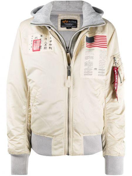 С рукавами белая куртка с нашивками Alpha Industries