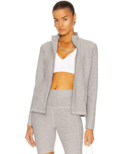 Серебряная куртка с карманами для йоги Beyond Yoga